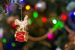 estrella brillante 2017 del fondo de la tradición del invierno del año de Navidad del día de fiesta del gallo de la Navidad Imágenes de archivo libres de regalías
