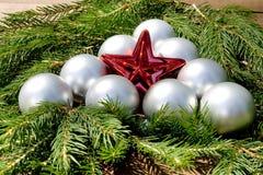 Estrella de la Navidad con las bolas Fotos de archivo