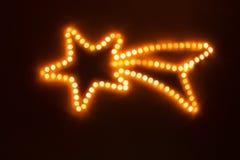 Estrella de la Navidad hecha de luces ámbar borrosas fotografía de archivo