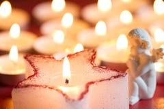 Estrella de la vela de la Navidad y fondo del extracto del ángel en noche imágenes de archivo libres de regalías