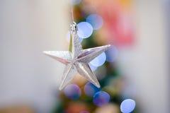 Estrella de plata para el decoaration de la Navidad Fotos de archivo libres de regalías