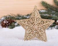 Estrella del día de fiesta en nieve Foto de archivo