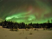 Estrella fugaz y aurora boreal - Islandia Fotografía de archivo libre de regalías