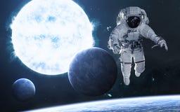 Estrella gigante azul Astronauta, planetas en espacio profundo Ciencia ficci?n libre illustration