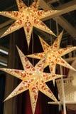 Estrella grande de la Navidad como decoración en la casa fotografía de archivo libre de regalías