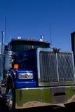 Estrella occidental azul semi parqueada en la representación imagen de archivo