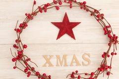 Estrella roja de la Navidad con Navidad de la palabra Imagen de archivo libre de regalías