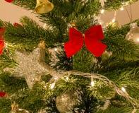 Estrella roja del arco y de la plata Fotos de archivo libres de regalías