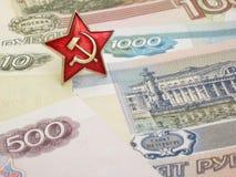 Estrella soviética y billetes de banco rusos Foto de archivo