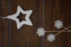 Estrella y copos de nieve foto de archivo