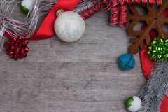 Estrella y ornamentos rústicos de la Navidad Imagenes de archivo