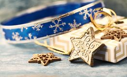 Estrella y regalo de Navidad de la Navidad Decoración de la Navidad imagenes de archivo