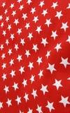 Estrellas blancas en el material rojo del paño imagen de archivo