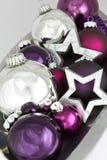 Estrellas brillantes de la plata de la decoración de la Navidad Foto de archivo libre de regalías