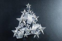 Estrellas chispeantes y cinta de plata Imagenes de archivo