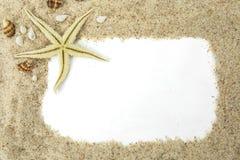 Estrellas de mar con el marco de la arena imágenes de archivo libres de regalías