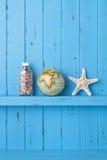 Estrellas de mar de madera del globo del fondo Fotos de archivo libres de regalías