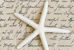 Estrellas de mar en vieja carta Foto de archivo libre de regalías