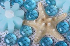 Estrellas de mar, vela, vidrio azul Fotografía de archivo libre de regalías