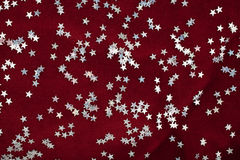 Estrellas de plata y terciopelo púrpura Fotos de archivo libres de regalías