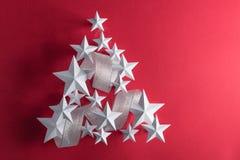 Estrellas del blanco y cinta de plata Foto de archivo