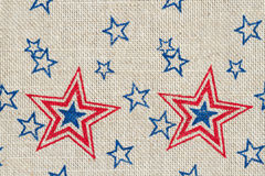 Estrellas rojas y azules de los E.E.U.U. en la arpillera Fotografía de archivo