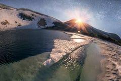 Estrellas sobre el lago Nesamovyte mountain Imagen de archivo
