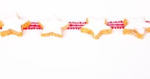 Estrellas y cinta del canela en blanco Foto de archivo libre de regalías
