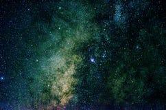 Estrellas y fondo del universo de la noche del cielo del espacio exterior de la galaxia Imagen de archivo libre de regalías
