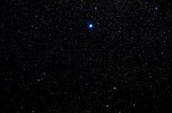 Estrellas y fondo del universo de la noche del cielo del espacio exterior de la galaxia Foto de archivo