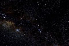 Estrellas y fondo estrellado del negro del universo de la noche del cielo del espacio exterior de la galaxia, starfield fotos de archivo