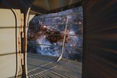 Estrellas y nebulosa detrás de una portilla del metal foto de archivo libre de regalías