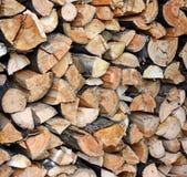 Estremità di catasta di legna dei ceppi tagliati strettamente imballati immagine stock