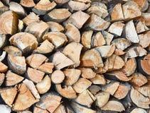Estremità di catasta di legna dei ceppi tagliati strettamente imballati fotografia stock libera da diritti