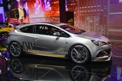 Estremo del cemento Portland comune di Opel Astra Fotografia Stock Libera da Diritti