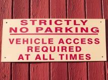 Estrictamente muestra del estacionamiento prohibido Foto de archivo libre de regalías