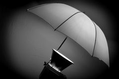 Estroboscópio do estúdio com o guarda-chuva para retratos Foto de Stock Royalty Free