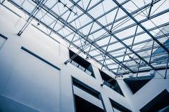 Estructura arquitectónica moderna del tragaluz Foto de archivo