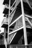 Estructura arquitectónica negra y blanca de la escalera Imagen de archivo libre de regalías