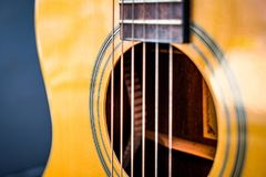 Estructura clásica de la guitarra por estilo de madera fotografía de archivo