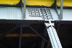 Estructura de acero en juntas empernadas y clavadas foto de archivo