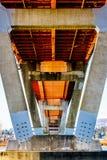 Estructura de acero y concreta del puente de la misión sobre Fraser River en la carretera 11 entre Abbotsford y la misión Imagenes de archivo