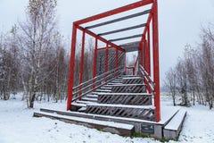 Estructura de madera debajo de la nieve Imagen de archivo libre de regalías