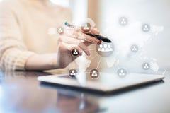 Estructura de organización de gente Hora Recursos humanos y reclutamiento Comunicación, tecnología de Internet Concepto del asunt fotografía de archivo