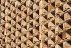 Estructura de paletas de madera en existencias imagen de archivo libre de regalías