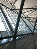 Estructura del aeropuerto con hierro y vidrio fotos de archivo libres de regalías