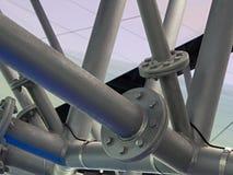 Estructura del tubo del metal con las juntas del tornillo Foto de archivo