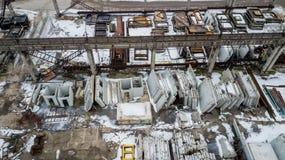 Estructuras concretas reforzadas en una empresa industrial Encuesta aérea fotografía de archivo libre de regalías