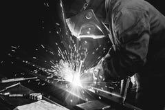 Estructuras de acero de soldadura foto de archivo libre de regalías