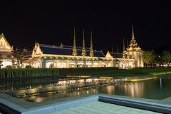 Estructuras suplementarias hermosas alrededor del crematorio real para la cremación real de su rey Bhumibol Adulyadej, Sanam L de Fotos de archivo